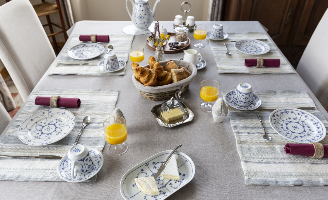 salondhotes_petitdejeunercomplet_classe_table4_A